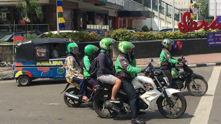 인도네시아 탐정의 오토바이 추적